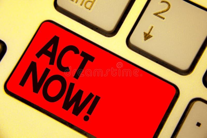 Ato da escrita do texto da escrita agora O significado do conceito que tem a resposta rápida que pede que alguém faça a ação não  imagens de stock