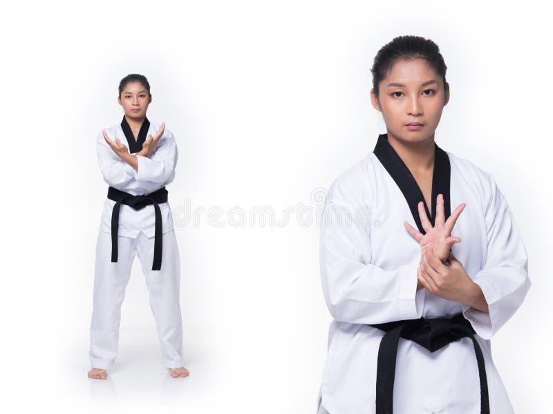 Ato de combate do professor mestre de TaeKwonDo do cintur?o negro imagens de stock