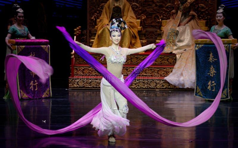 Ato sleeved longo da dança de corte 8-The em segundo: uma festa no ` de seda da princesa do ` do drama da dança da palácio-epopei imagens de stock royalty free