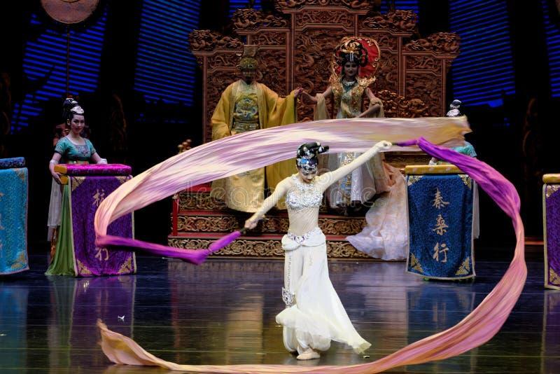 Ato sleeved longo da dança de corte 9-The em segundo: uma festa no ` de seda da princesa do ` do drama da dança da palácio-epopei foto de stock royalty free