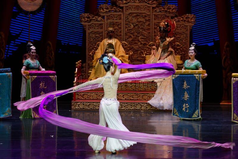 Ato sleeved longo da dança de corte 9-The em segundo: uma festa no ` de seda da princesa do ` do drama da dança da palácio-epopei imagem de stock royalty free