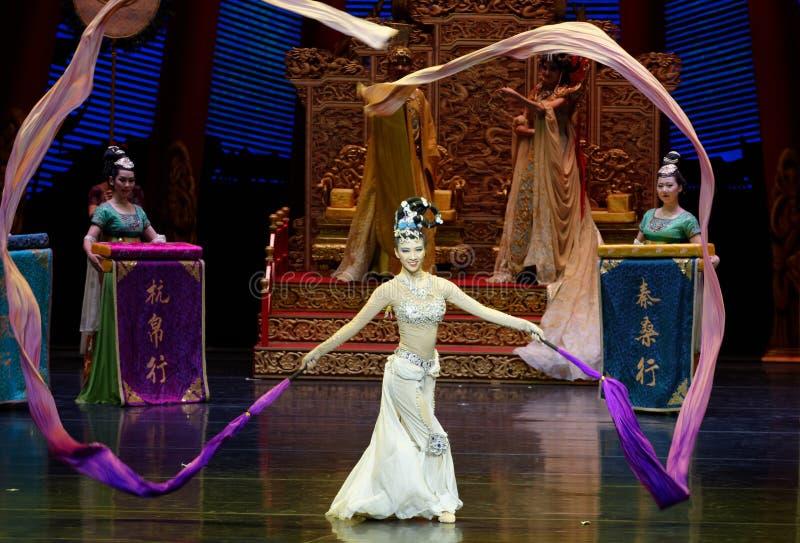 Ato sleeved longo da dança de corte 9-The em segundo: uma festa no ` de seda da princesa do ` do drama da dança da palácio-epopei fotografia de stock royalty free