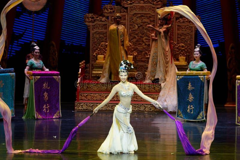 Ato sleeved longo da dança de corte 9-The em segundo: uma festa no ` de seda da princesa do ` do drama da dança da palácio-epopei fotos de stock royalty free