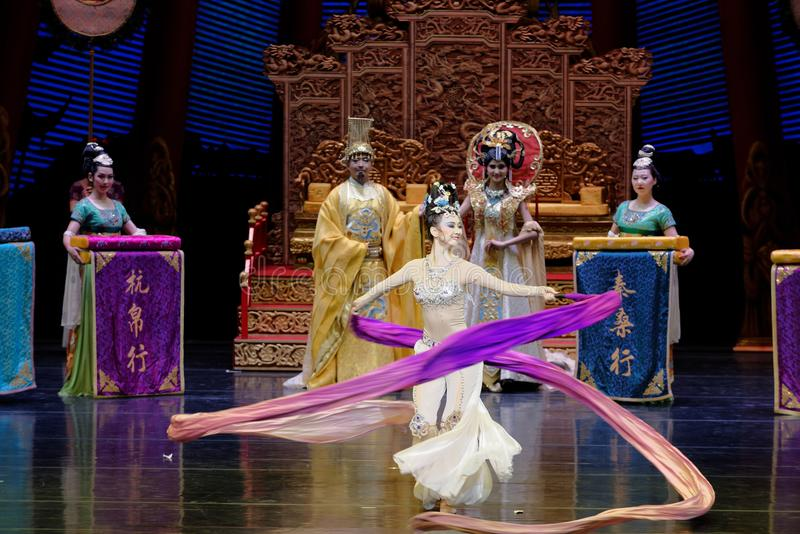 Ato sleeved longo da dança de corte 9-The em segundo: uma festa no ` de seda da princesa do ` do drama da dança da palácio-epopei imagens de stock