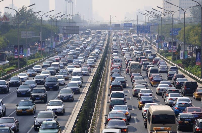 Atolamento e carros do trânsito intenso de Beijing imagem de stock