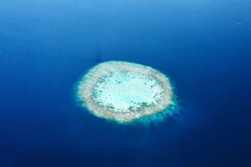 Atole i wyspy w Maldives od widok z lotu ptaka fotografia stock