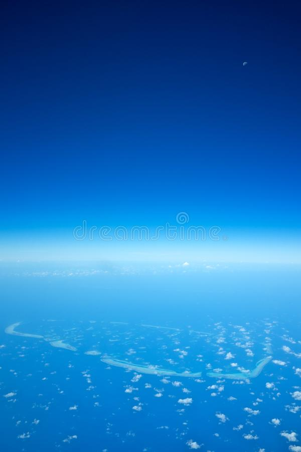 Atolli nelle isole delle Maldive immagini stock libere da diritti