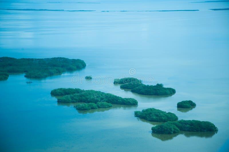 Atolls no oceano fotografia de stock royalty free