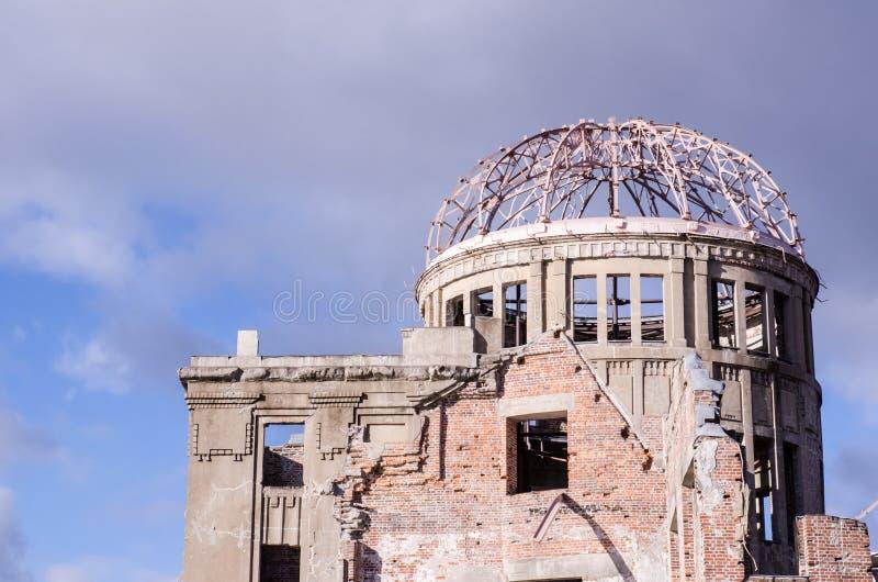 Atombomben-Haube, das Gebäude war Angriff durch Atombombe im worl lizenzfreie stockbilder