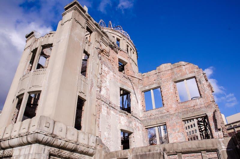 Atombomben-Haube, das Gebäude war Angriff durch Atombombe im worl stockfotos
