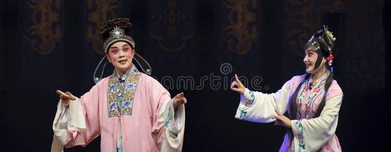 Ator tradicional chinês da ópera com traje teatral fotos de stock