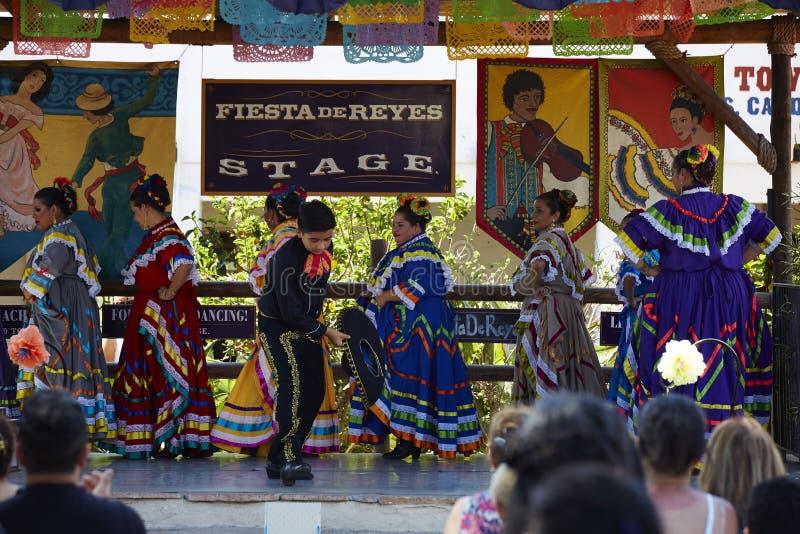 Atores Americano-mexicanos que executam, San Diego imagens de stock