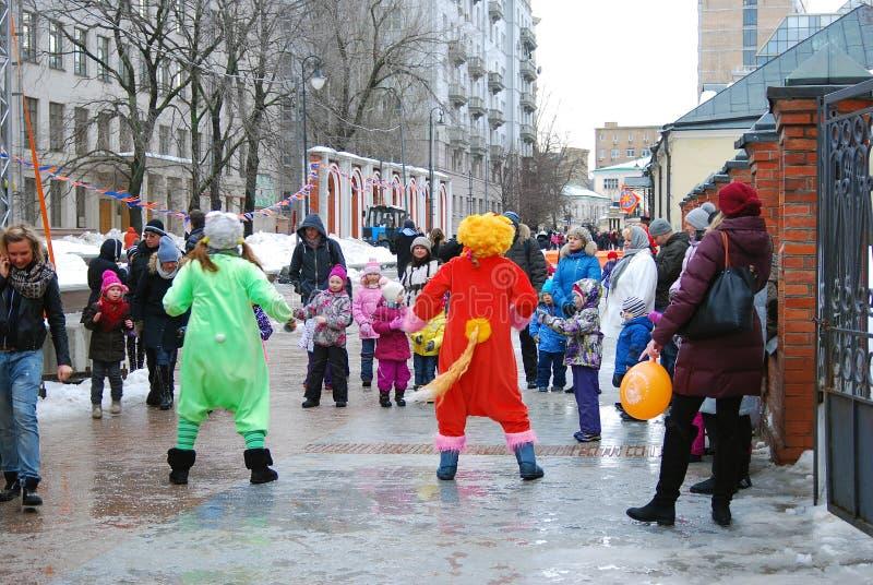 Download Atores Da Rua Que Jogam Com Crianças Imagem Editorial - Imagem de cidade, editorial: 29831515