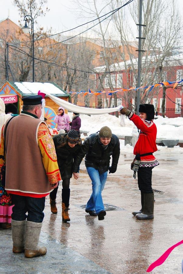 Download Atores Da Rua Que Cumprimentam Visitantes Da Celebração Foto de Stock Editorial - Imagem de cultural, homens: 29831603