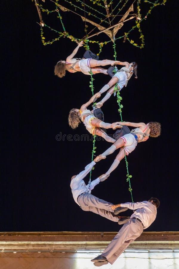 Atores espanhóis no teatro do ar da mostra da noite na rua imagem de stock