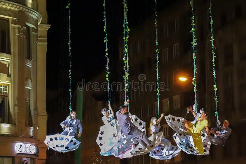 Atores espanhóis no teatro do ar da mostra da noite na rua imagem de stock royalty free