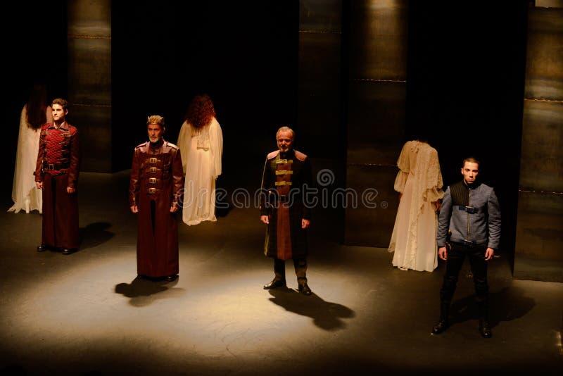Atores na fase, interior do teatro, peça do drama - McBeth, Shakespeare imagens de stock