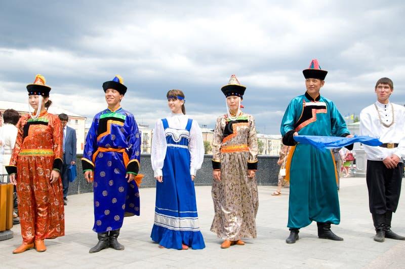 Atores trajes no nacional do russo e do Buryat imagem de stock