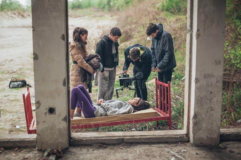 Atrás da cena Pares do película da equipe no amor durante o sexo imagem de stock royalty free