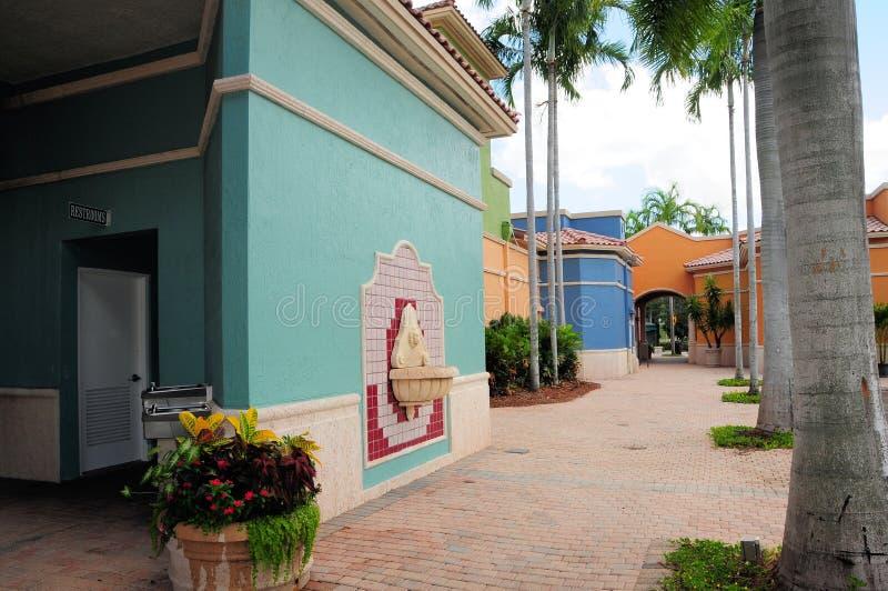 Atrás das lojas em Florida sul fotos de stock royalty free