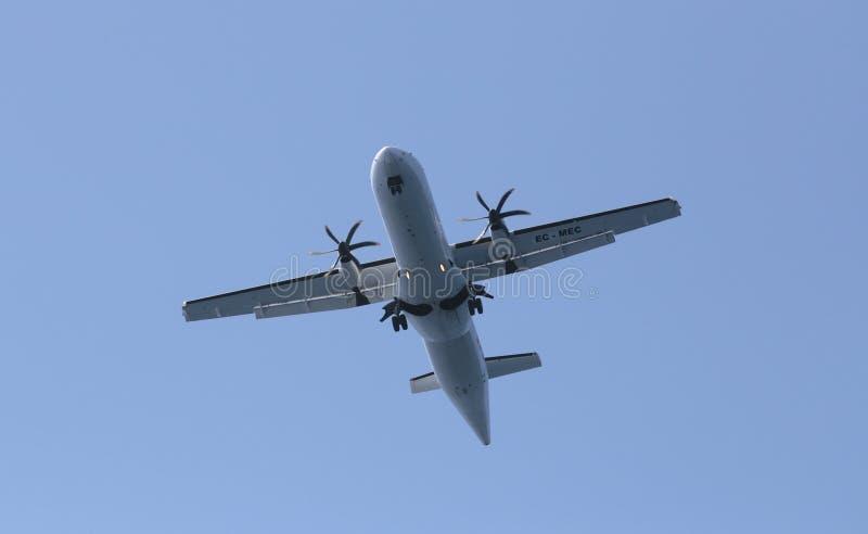 ATR 72 принимая от авиапорта Palma de Mallorca стоковые изображения