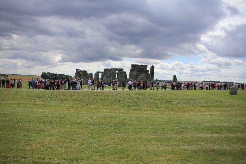 Atração, Stonehenge na planície de Salisbúria Wiltshire em Inglaterra fotos de stock royalty free
