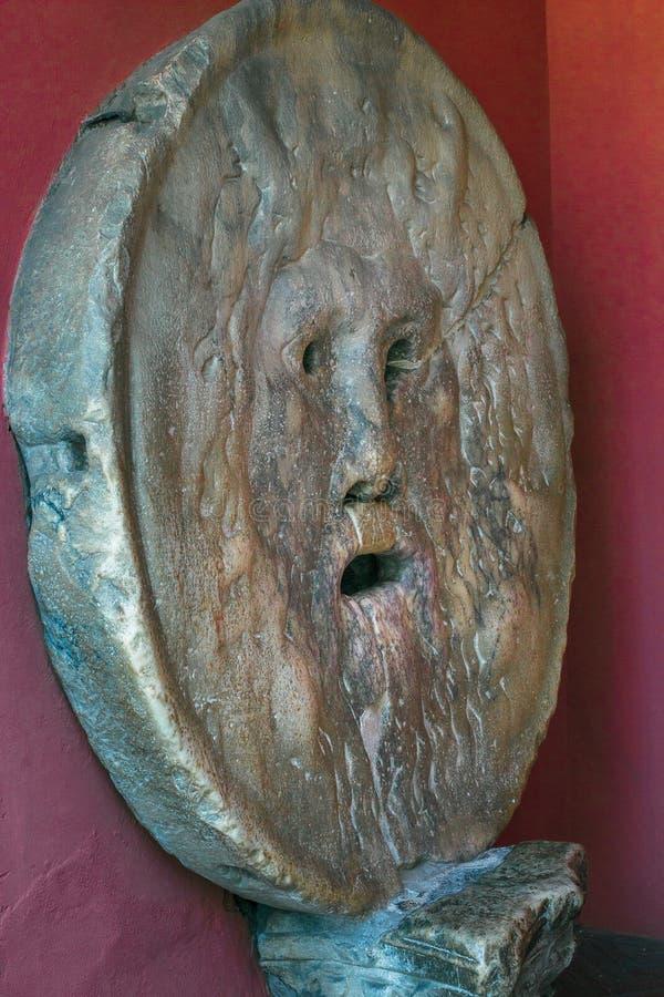 A atração turística cinzelou o della humano de pedra Verita de Bocca da máscara ou o deus pagão imagens de stock royalty free