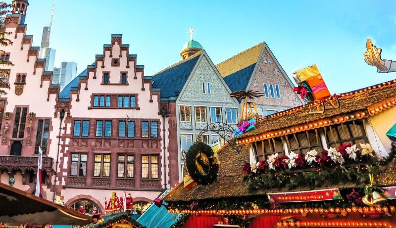 Atração turística popular do mercado do Natal em Francoforte, Alemanha fotografia de stock