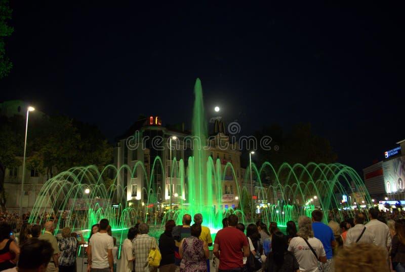 Atração verde da fonte da cidade fotos de stock royalty free