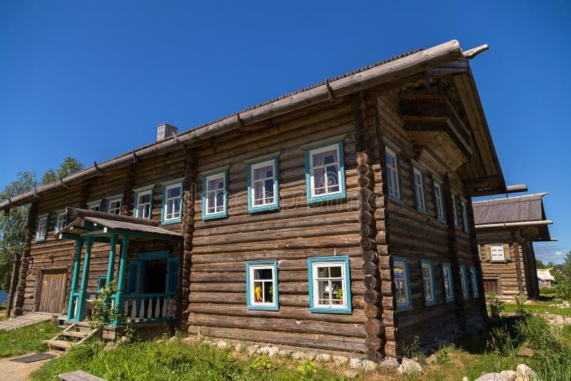 Atrações da vila do russo em Verkhniye Mandrogi fotografia de stock royalty free