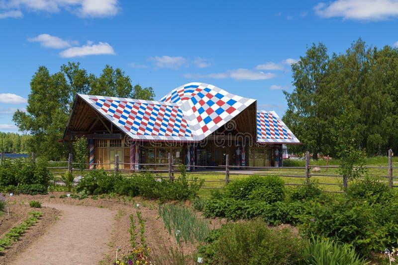 Atrações da vila do russo em Verkhniye Mandrogi foto de stock