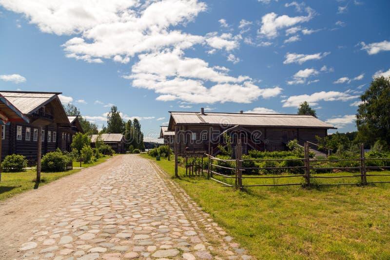 Atrações da vila do russo em Verkhniye Mandrogi fotos de stock