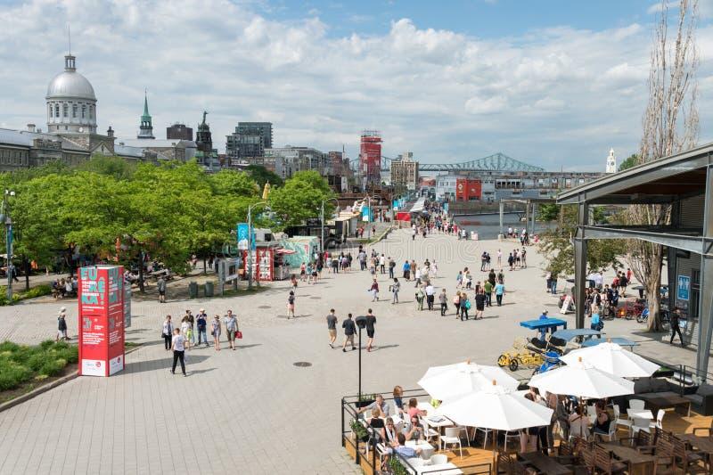 Atrações e lojas do verão no porto velho de Montreal imagens de stock