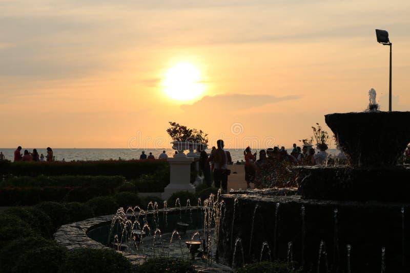 Atrações turísticas do mar e do por do sol de Tailândia Pattaya foto de stock