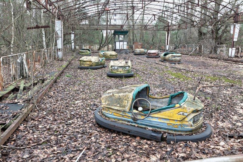 Atracción en parque de atracciones en la ciudad overgrown Pripyat del fantasma imágenes de archivo libres de regalías