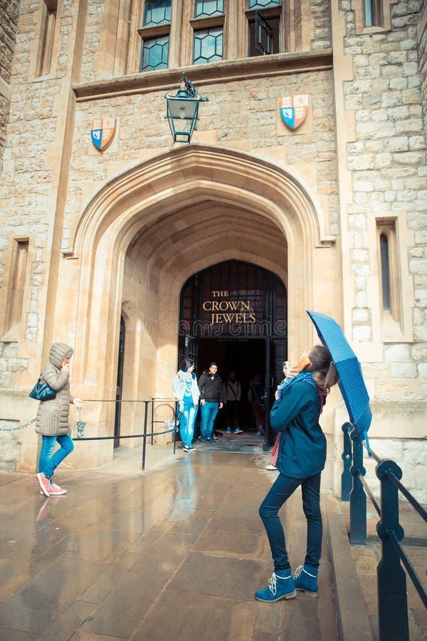 Atracción Londres de las joyas de la corona fotos de archivo