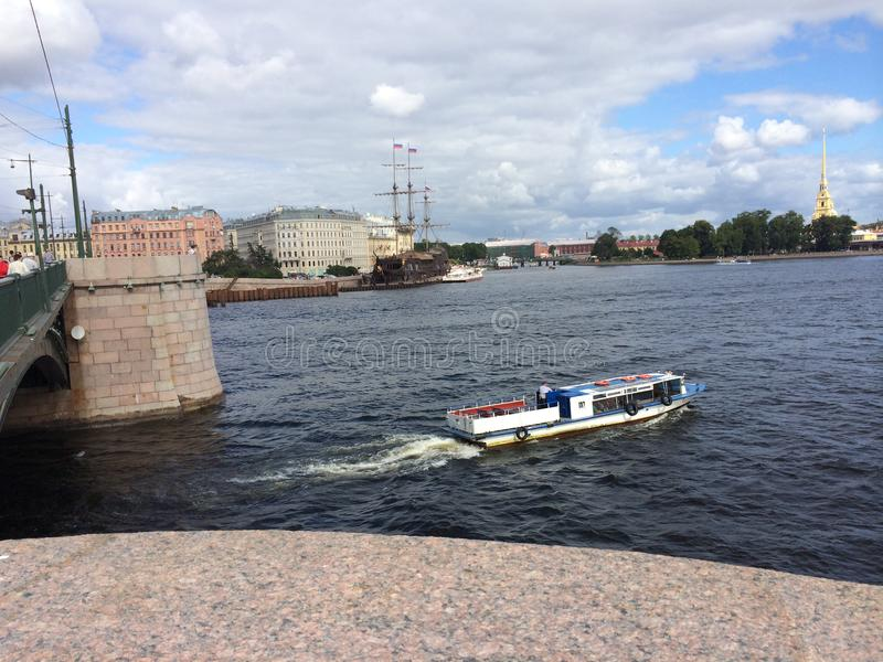 Atracción turística de St Petersburg Vista del río de Neva foto de archivo libre de regalías