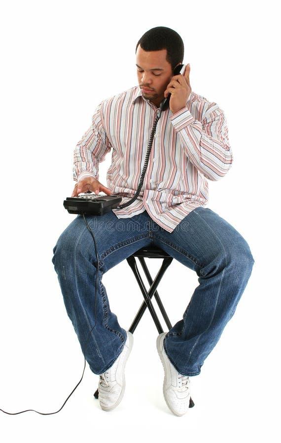 Atractive Mann mit Überlandleitung-Telefon lizenzfreie stockbilder