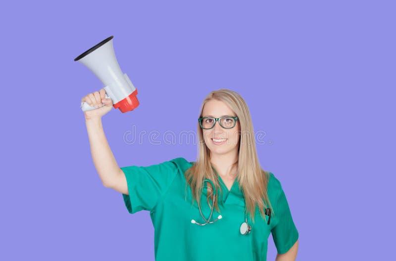 Atractive medyczna dziewczyna z megafonem zdjęcia royalty free