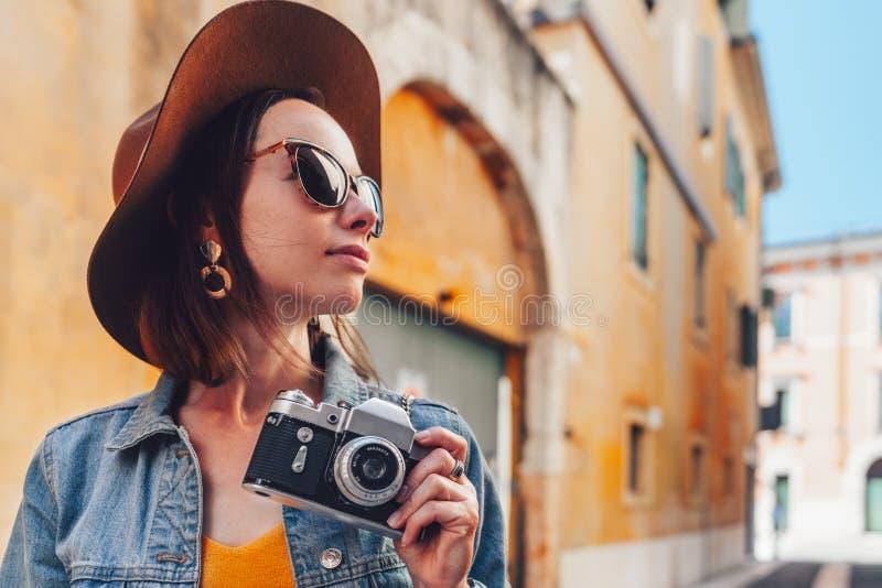 Atractivo fotógrafo en Italia fotos de archivo