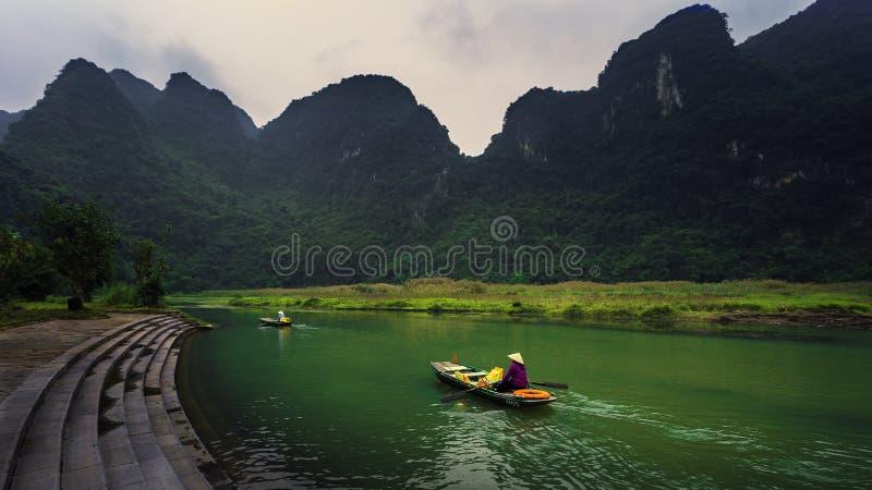 Atrakcje turystyczne Wietnamskimi rejsami obraz royalty free