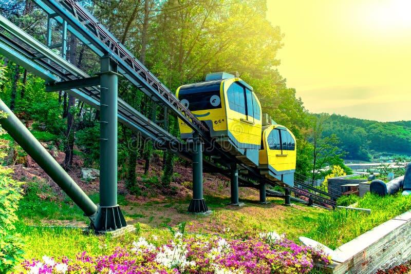 Atrakcje Turystyczne Z tramwajami Biega Przy Pocheon sztuki doliną, Korea obrazy royalty free