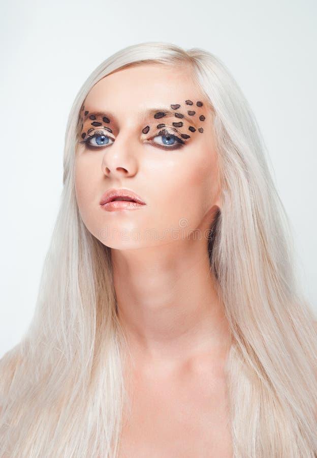 atrakcyjna blond lamparta makeup kobieta fotografia royalty free