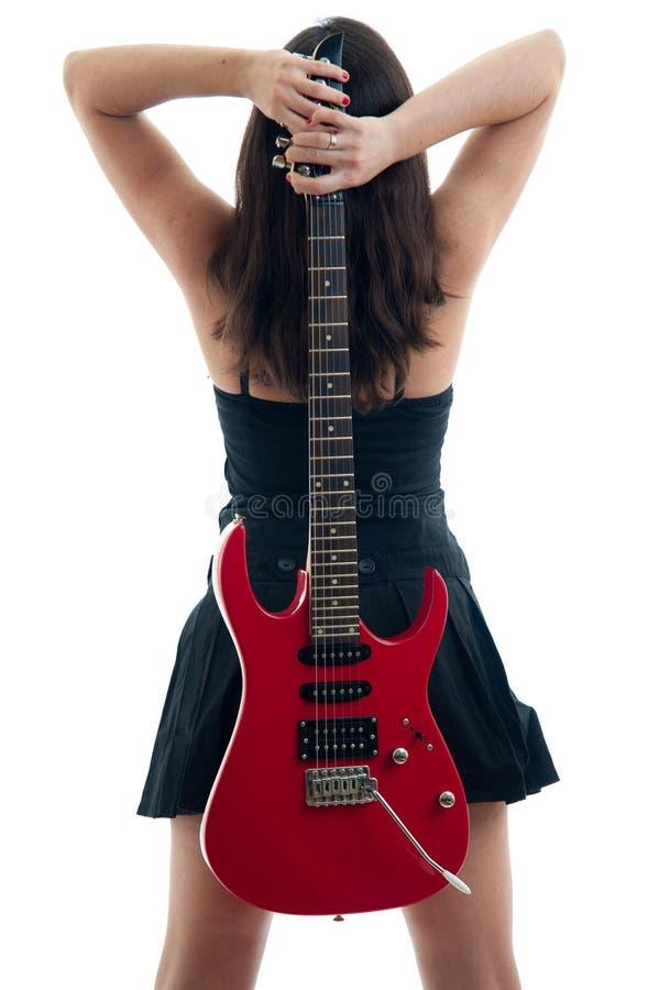 Atrakcyjna brunetka z gitarą elektryczną fotografia stock