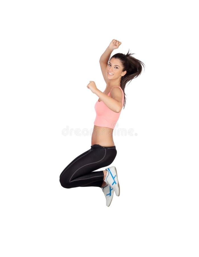 Atrakcyjna brunetki dziewczyna z sprawności fizycznej ubraniowym doskakiwaniem zdjęcie stock