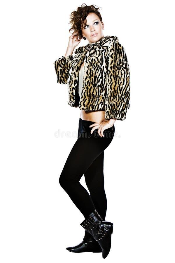 atrakcyjna brunetki futerka kurtka zdjęcie stock