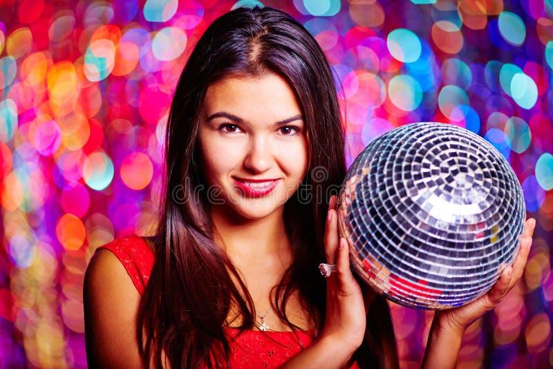 atrakcyjna brunetki klubu dyskoteki dziewczyna zaświeca seksownego noc portret zdjęcia royalty free