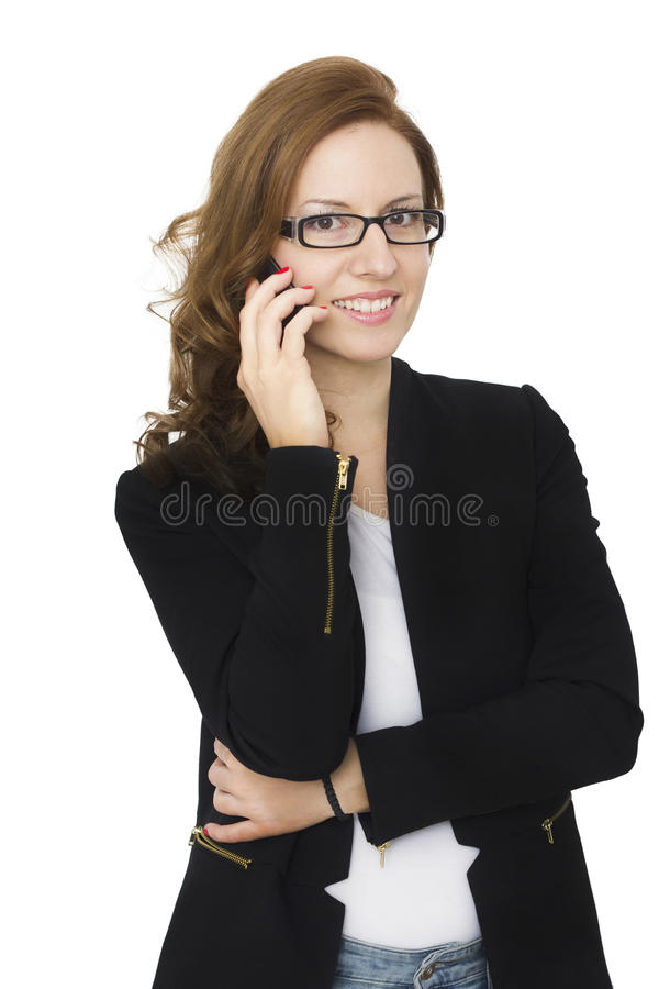 Atrakcyjna brunetki kobieta Opowiada na Jej telefonie komórkowym fotografia royalty free