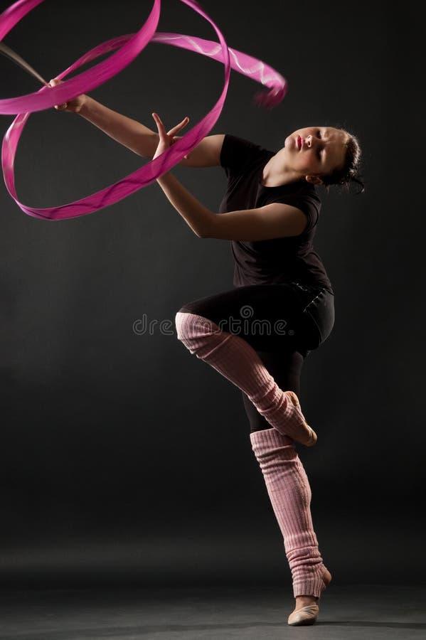 atrakcyjna dancingowa tasiemkowa kobieta obrazy royalty free