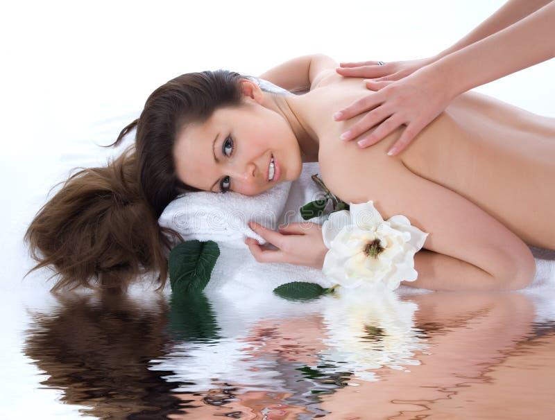 atrakcyjna dostaje zdroju traktowania kobieta zdjęcia royalty free